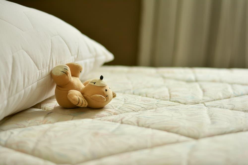 colchón mojado de pis